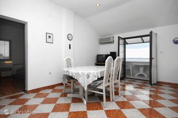 Petrčane, Dining room in the apartment, dostupna klima i WIFI.