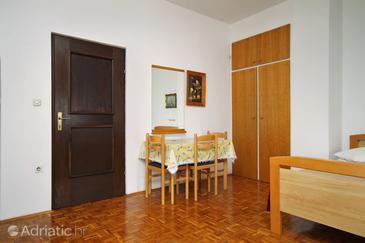 Petrčane, Dining room in the studio-apartment, WIFI.