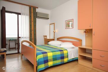 Petrčane, Bedroom in the room, dostupna klima i WIFI.