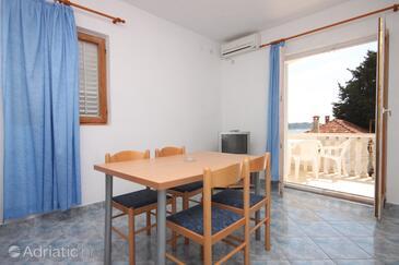 Petrčane, Dining room in the apartment, dostupna klima, dopusteni kucni ljubimci i WIFI.