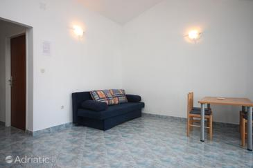Petrčane, Dining room in the apartment, air condition available, (pet friendly) and WiFi.