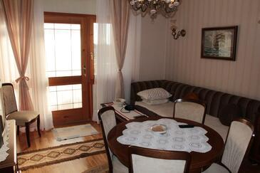 Vodice, Pokój dzienny w zakwaterowaniu typu apartment, Dostępna klimatyzacja i WiFi.