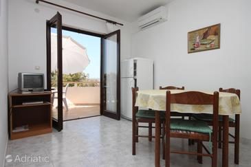 Mulobedanj, Dining room in the apartment, air condition available and WiFi.