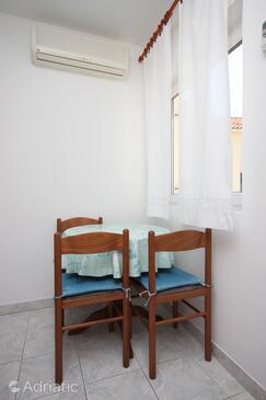 Mulobedanj, Eetkamer in the apartment, (pet friendly) en WiFi.