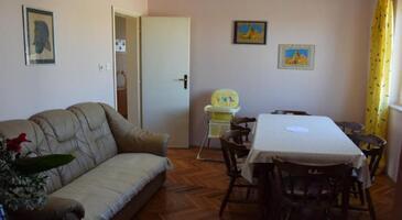 Pirovac, Dining room in the apartment, dostupna klima, dopusteni kucni ljubimci i WIFI.