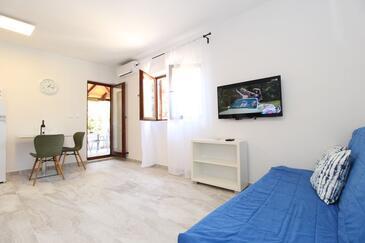 Mandre, Jídelna v ubytování typu studio-apartment, s klimatizací, domácí mazlíčci povoleni a WiFi.