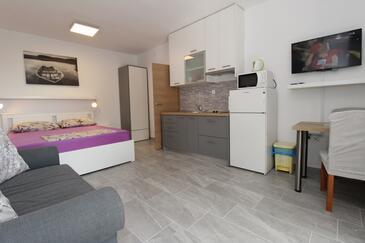 Mandre, Kuchyně v ubytování typu studio-apartment, domácí mazlíčci povoleni a WiFi.