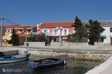 Kustići, Pag, Объект 6288 - Комнаты вблизи моря с галечным пляжем.