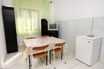 Metajna, Dining room in the apartment, WIFI.