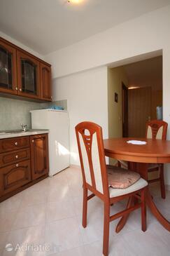 Povljana, Jídelna v ubytování typu studio-apartment, domácí mazlíčci povoleni a WiFi.