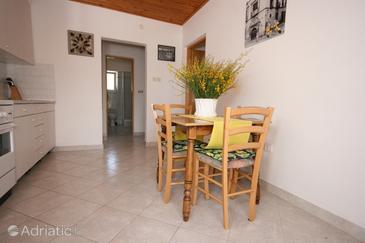 Mandre, Dining room in the apartment, dostupna klima i WIFI.