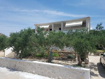 Mandre, Pag, Property 6310 - Apartments by the sea.