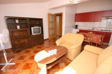 Pag, Living room in the apartment, dostupna klima i WIFI.