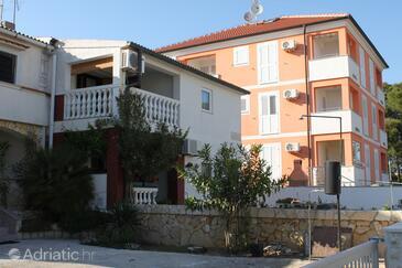 Povljana, Pag, Объект 6315 - Апартаменты с галечным пляжем.