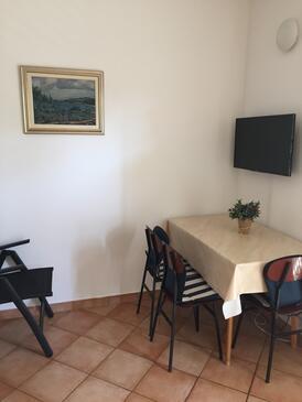 Vodice, Jedáleň v ubytovacej jednotke apartment, domáci miláčikovia povolení a WiFi.