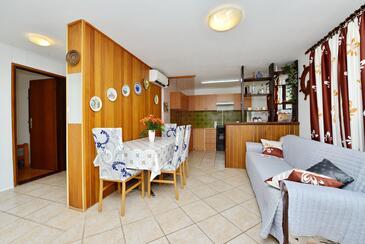 Vir, Dining room in the apartment, dostupna klima, dopusteni kucni ljubimci i WIFI.