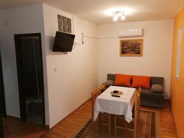 Pag, Jídelna v ubytování typu apartment, s klimatizací, domácí mazlíčci povoleni a WiFi.