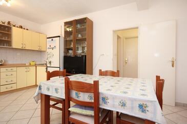 Viganj, Jídelna v ubytování typu apartment, domácí mazlíčci povoleni a WiFi.