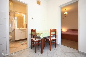 Viganj, Dining room in the apartment, (pet friendly) and WiFi.