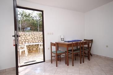 Kustići, Dining room in the apartment, dopusteni kucni ljubimci i WIFI.