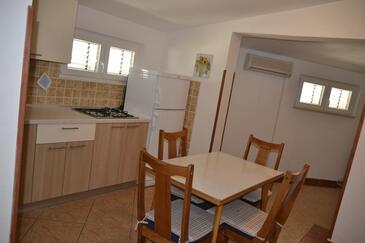 Kustići, Столовая в размещении типа apartment, доступный кондиционер, Домашние животные допускаются и WiFi.