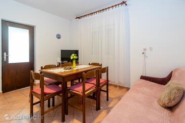 Stara Novalja, Jídelna v ubytování typu apartment, WiFi.