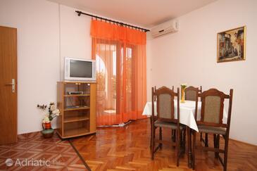 Novalja, Dining room in the apartment, dostupna klima.