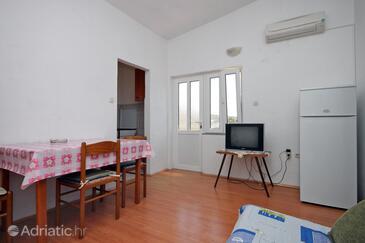 Metajna, Jídelna v ubytování typu apartment, s klimatizací a WiFi.