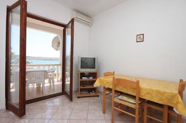 Kustići, Jadalnia w zakwaterowaniu typu apartment, dostupna klima i WIFI.