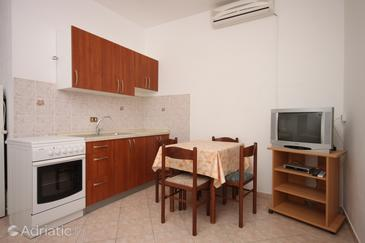 Vidalići, Dining room in the apartment, dostupna klima i WIFI.