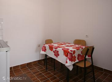 Povljana, Dining room in the studio-apartment, dopusteni kucni ljubimci.