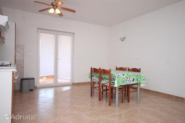 Kustići, Dining room in the apartment, dopusteni kucni ljubimci.