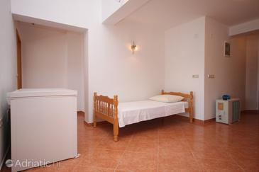 Kustići, Living room in the apartment, dostupna klima i dopusteni kucni ljubimci.