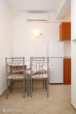 Kustići, Столовая в размещении типа apartment, доступный кондиционер и Домашние животные допускаются.