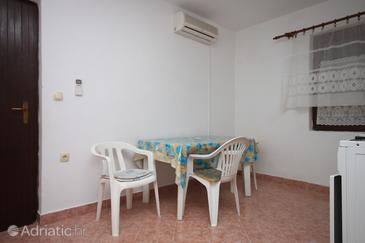 Vidalići, Dining room in the apartment, dostupna klima i dopusteni kucni ljubimci.