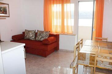 Metajna, Dining room in the apartment, dostupna klima i WIFI.