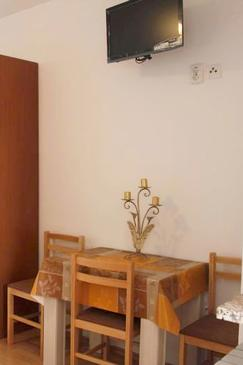 Metajna, Dining room in the studio-apartment, WIFI.