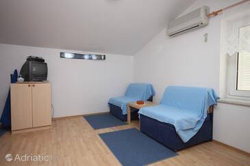 Pag, Living room in the studio-apartment, dostupna klima i dopusteni kucni ljubimci.