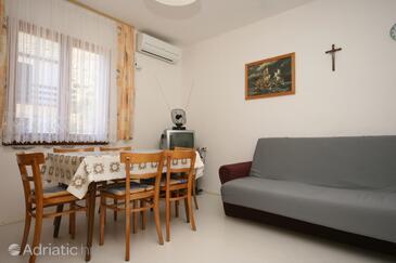 Pag, Dining room in the apartment, dostupna klima i dopusteni kucni ljubimci.