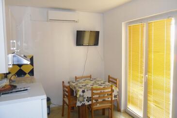 Pag, Jídelna v ubytování typu apartment, klimatizácia k dispozícii, domácí mazlíčci povoleni a WiFi.