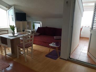 Mandre, Jídelna v ubytování typu apartment, domácí mazlíčci povoleni a WiFi.