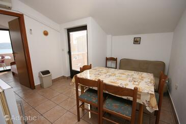 Zubovići, Comedor in the apartment, air condition available, (pet friendly) y WiFi.