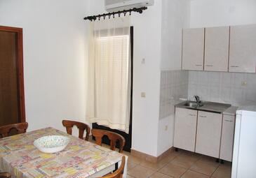 Zubovići, Dining room in the apartment, air condition available, (pet friendly) and WiFi.