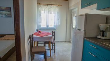 Metajna, Esszimmer in folgender Unterkunftsart apartment, Klimaanlage vorhanden, Haustiere erlaubt und WiFi.