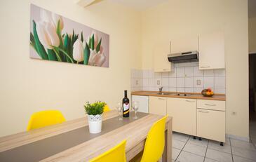 Dining room    - A-639-b