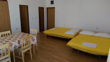 Kustići, Obývací pokoj v ubytování typu studio-apartment, s klimatizací a WiFi.