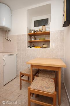 Zubovići, Dining room in the studio-apartment, (pet friendly) and WiFi.