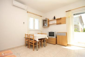 Murter, Dining room in the apartment, air condition available and WiFi.