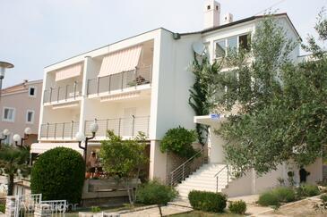 Novalja, Pag, Объект 6398 - Апартаменты с галечным пляжем.