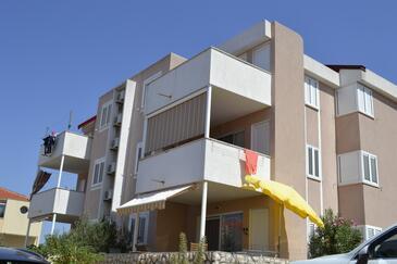Kustići, Pag, Objekt 6408 - Ubytování v blízkosti moře s oblázkovou pláží.